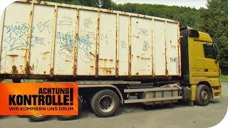 Maroder Brummi: Metallgewebe des Reifens kommt durch! | Achtung Kontrolle | kabel eins
