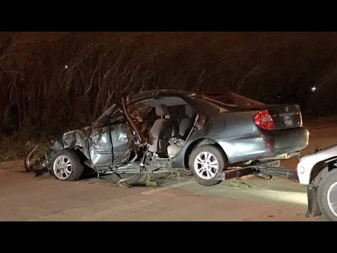 Woman killed after losing control of car, slamming into tree in east Houston