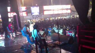 """Ignore - Acoustic Cover """"My Heart by Paramore"""" Live @JatimFair 2011"""