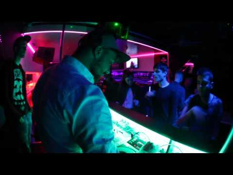Garaж - Karaoke & Pub