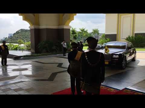 MALAYSIA KING SPECIAL MEETING | KING ARRIVAL AT NATIONAL PALACE