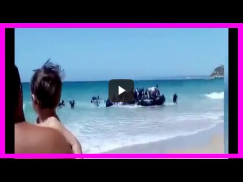 Boatload of illegal immigrant men land on beach as vacationing families watch in shock [video]