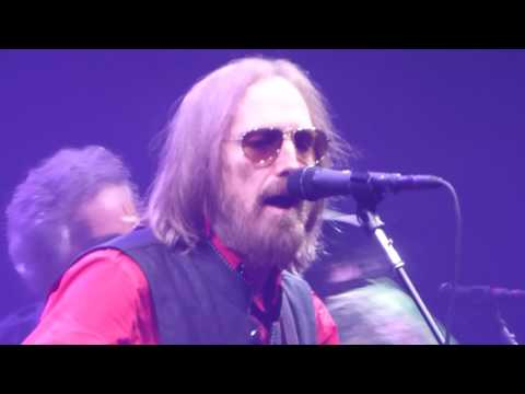 Tom Petty and the Heartbreakers - I Won't Back Down (Houston 04.29.17) HD