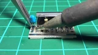 FT-817用 スピーカーマイク接続器のマイクアンプ回路基板の製作の様子で...