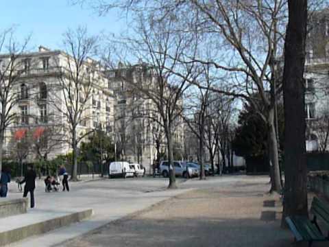 De la rue Grenelle au Champs de Mars, et la première vue
