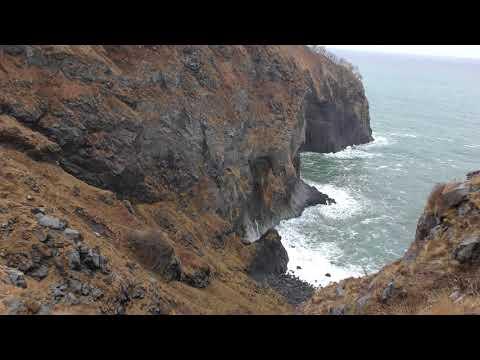 知床の断崖部から滝と岬 《4k》