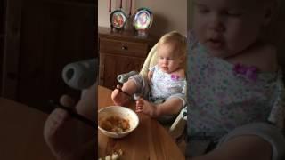فيديو مؤثر... إرادة الحياة في هذه الطفلة لا تعرف مستحيلاً!