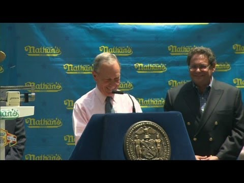 NYC Mayor Michael Bloomberg mocks hot dog speech