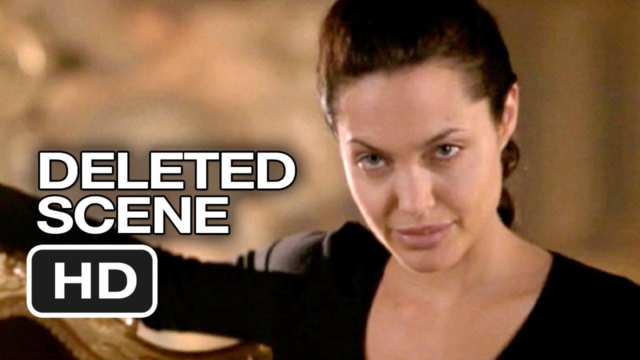 Lara croft angelina jolie ensentildea las tetas - 3 7