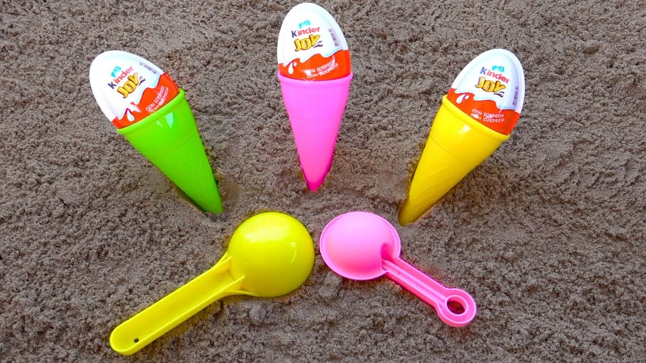 Play with Sand Molds and Shovels Toys / ICE CREAM Kinder Joy / Learn Colors with surprise toys and A