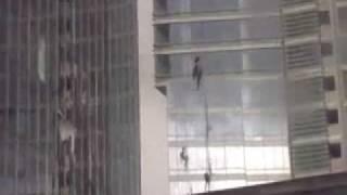 видео Чистка стёкол промальпинистами
