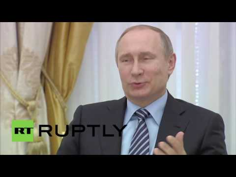 Russia: Putin touts economic ties with France at business meeting