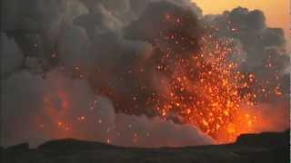 Exploding lava ocean entry thrills crowd in Kalapana, Hawaii