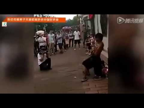 街边卖唱男子天籁歌喉秒杀《中国好声音》