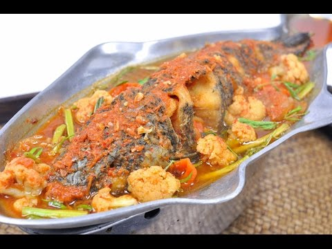 Sour Soup with Fried Fish and Vegetables (Thai Food) – Kaeng Som Pae Sa แกงส้มแป๊ะซะ