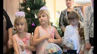 Коллектив акционерного общества «Энергия» подготовил сладкие подарки(Для каждого ребенка новогодний праздник - это прежде всего подарки. Ждут их от Деда Мороза, родителей, бабуш..., 2014-12-26T14:09:02.000Z)
