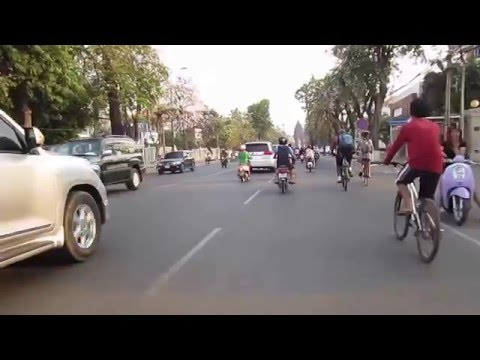 Travel around the Phnom Penh city of Cambodia in the afternoon