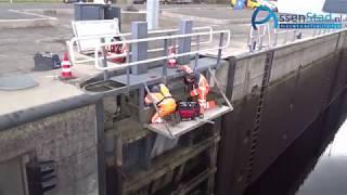 Demonteren sluisdeur van 18 ton bij sluis Peelo Assen