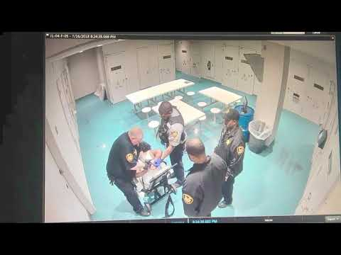 Video shows now-indicted Cuyahoga County Jail supervisor