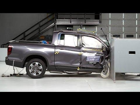 2019 Honda Ridgeline passenger-side small overlap IIHS crash test