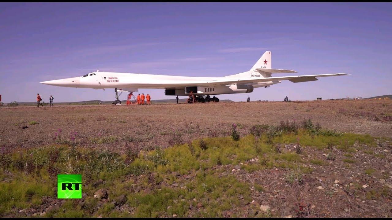 Стратегические бомбардировщики Ту-160 впервые приземлились в Анадыре