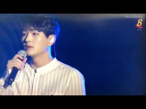 Onew SHINee - YOU ARE MY EVERYTHING (Descendants of the Sun OST) LIVE AT MUSIC BANK IN SINGAPORE