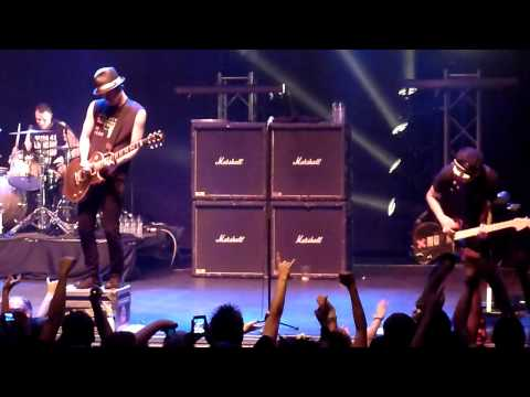 Sum 41 @ 013 Tilburg (2012), Part XIV - 'We Will Rock You'
