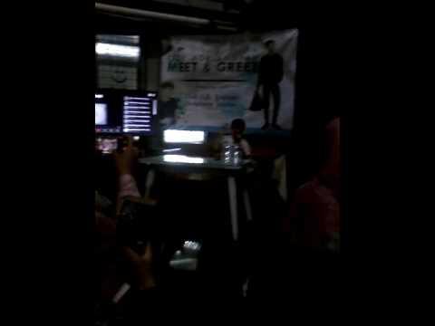 Ozy nyanyi reff Mantan Terindah at Click Cafe Bintaro 19 Februari 2017