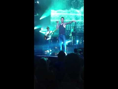 Maroon5 (LIVE in STL) One More Night [HD]