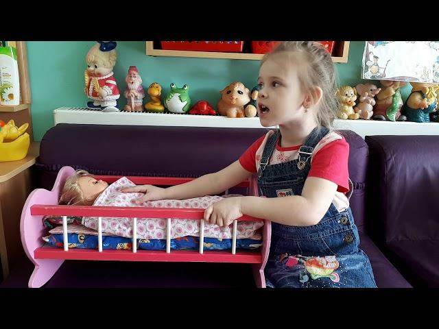 Изображение предпросмотра прочтения – ПолинаЯшкина читает произведение «Засыпайте малыши...!» (Русский фольклор )