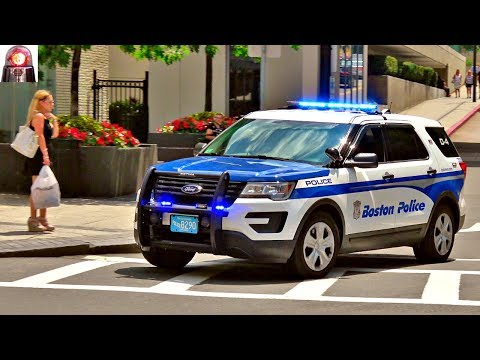 Great Siren! Boston Police Car Responding Urgently - Ford Interceptor