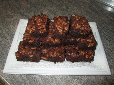 Шоколадный брауни с орехами и