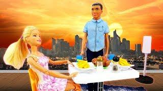Кен приготовил ужин для Барби. Играем в куклы. Игры для девочек