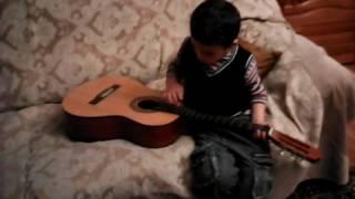малец и гитара