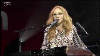 "Tori Amos ""Beauty of Speed"" (2015 Baloise Session)"