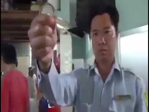Arresting Chinese people making shrimp with chemicals.