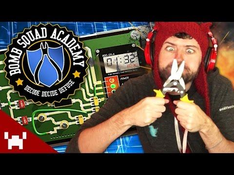 REALISTIC BOMB DEFUSING SIMULATOR! (Bomb Squad Academy w/ Ze #1)