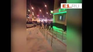 Задержание мужчины с лопатой, устроившего погром в екатеринбургском банке