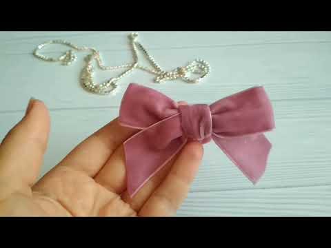 МК.Простой бантик из бархатной ленты. DIY.A Simple Velvet Ribbon Bow.