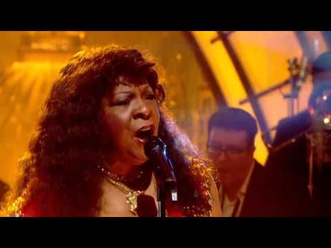 Martha Reeves and the Vandellas - (Love Is Like A) Heatwave (Jools Annual Hootenanny 2008) HD 720p