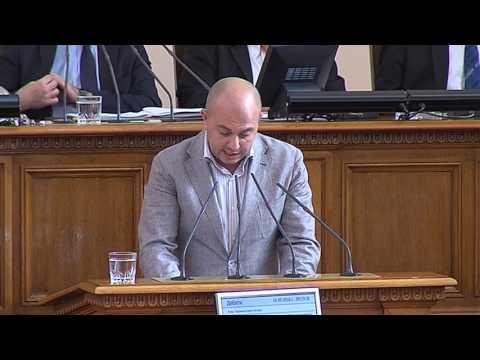Съпредседателят на БДЦ Стефан Кенов прочете декларация от името на партията от парламентарната трибуна.