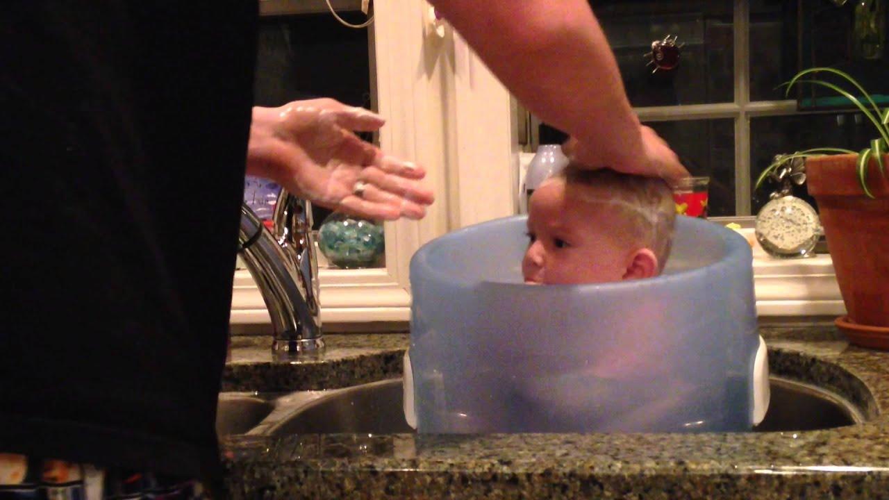 Bath Time For Baby In Prince Lionheart WashPOD Bathe   YouTube