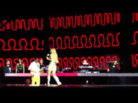 Carla alves cai no palco BANDA KITARA