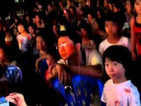 Mua chieu len ban thuong cac chau mau giao quynh mai bieu dien 2011