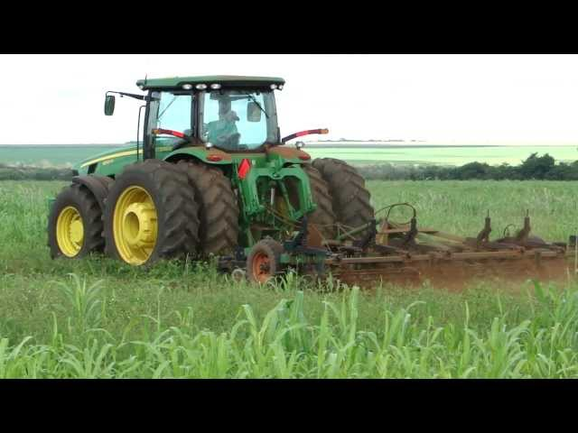 Trator  John  Deere  8320R  escarificando  com  subsolador   Stara  de  15  hastes  (1) Travel Video