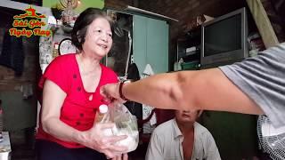 Mang đồ chay biếu cô Minh vừa Mù vừa gãy chân ở chợ Nhật Tảo Sài gòn