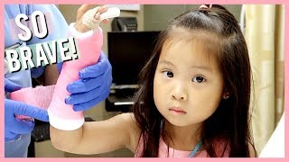 SCARLETT GETS A PINK CAST ON HER ARM!