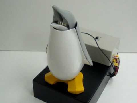 Strapya World Premire: Coin Penguin Gadget Bank