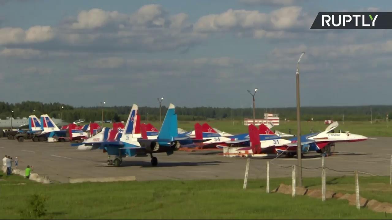 Авиация вылетает с авиабазы в Кубинке на репетицию парада в честь 105-летия ВКС России