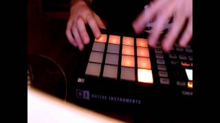 Jessy Blue live beat making practice on Maschine Mikro 2